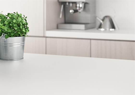 Mit SURIG Küchenarbeitsplatten von Keimen befreien